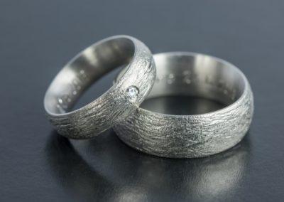 Eheringe: Weissgold mit Diamant, gerillt