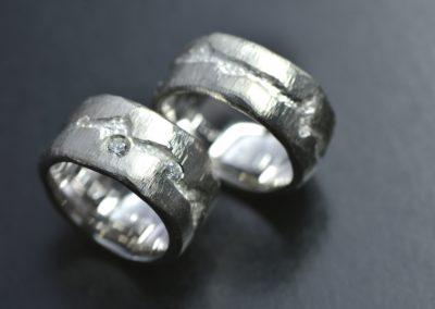 Eheringe: Weissgold mit Diamant, matt abgetragen