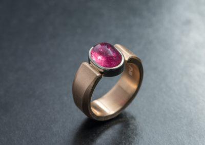 Ring: Rotgold mit Turmalin