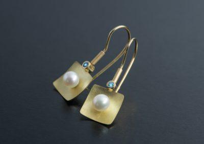 Ohrhänger: Gelbgold mit Perlen und Aquamarin