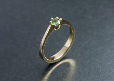 Ring: Solitaire Gelbgold mit Turmalin