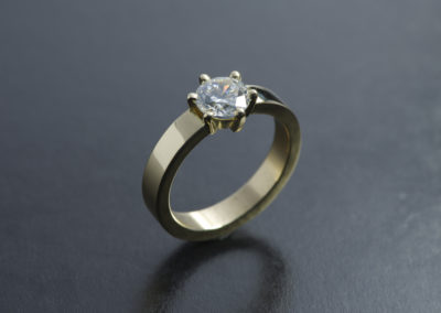 Ring: Solitaire in Gelbgold mit Diamant