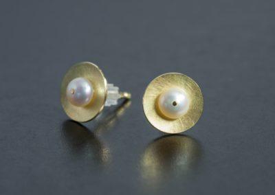 Ohrstecker: Gelbgold mit Perlen