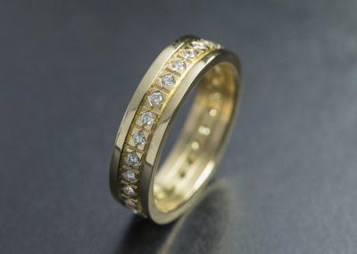 Ring: Gelbgold mit Diamanten