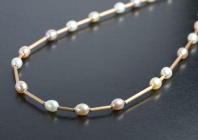 Kette: Roségold mit Perlen