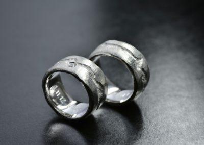 Eheringe: Edelstahl mit Diamant, aufgerautem Finish