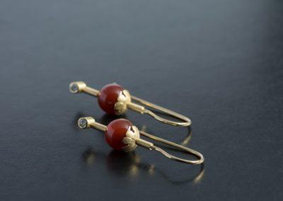 Ohrhänger: Gelbgold mit Karneol und Diamanten