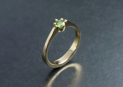 Ring: Solitaire in Gelbgold mit Turmalin