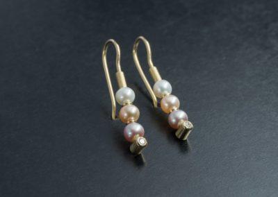 Ohrhänger: Gelbgold, Perlen und Diamanten