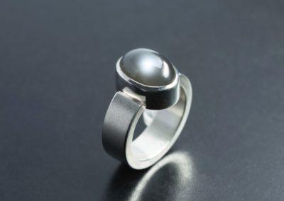 Ring: Silber mit Mondstein