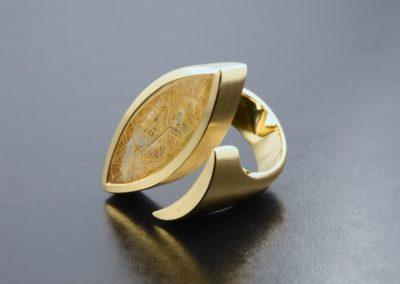 Ring: Gelbgold mit Rutilquarz Navette