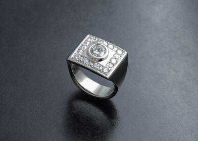 Ring: Weissgold mit Diamanten
