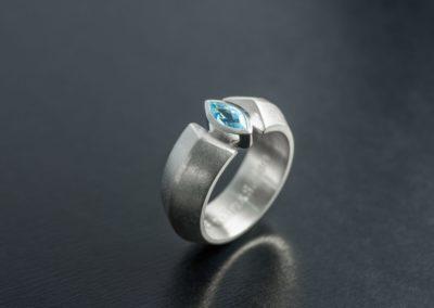 Ring: Silber mit Aquamarin Navette