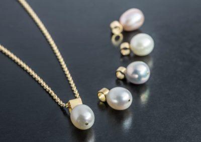Anhänger: Verschiedene Perlen mit Gelbgold